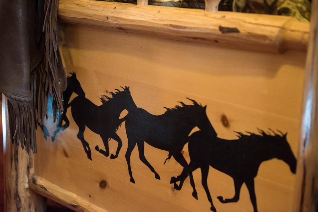 Western Pleasure Guest Ranch Wrangler Cabin Log Bed