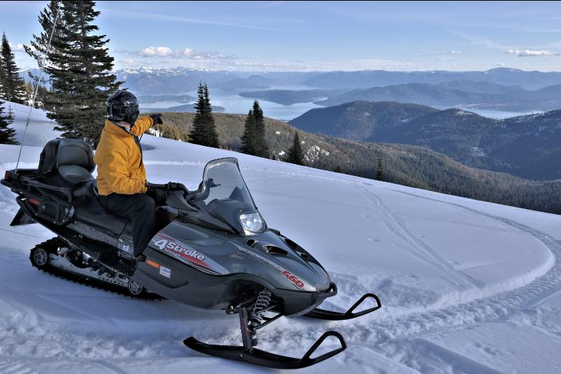 snowmobiling_western_pleasure_guest-_ranch
